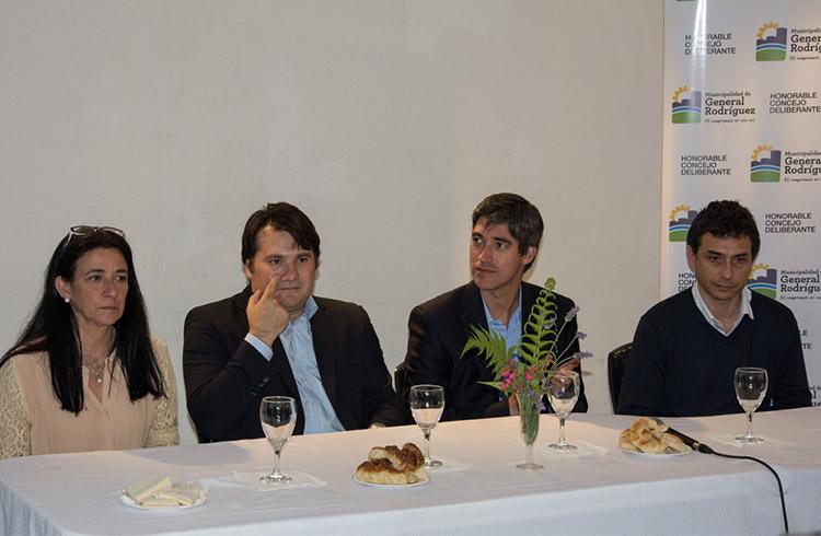 (Darío Kubar junto a María Klanjberg y Adrián Perez)