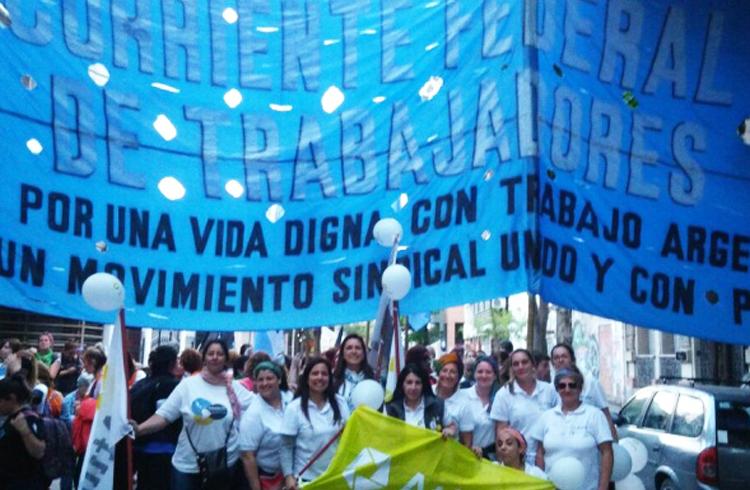 (Las concurrentes afiliadas de Atilra marchando junto a las compañeras de la Corriente Federal de Trabajadores)