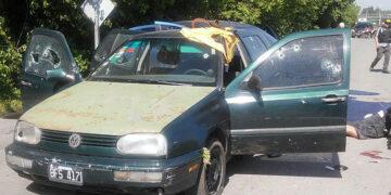 (Volkswagen Gol verde, robado en Paso del Rey, en el que se trasladaban los dos detenidos)