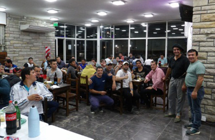 (Cena y charla entre trabajadores de diferentes sectores y de la comisión interna de delegados Logística La Serenísima)