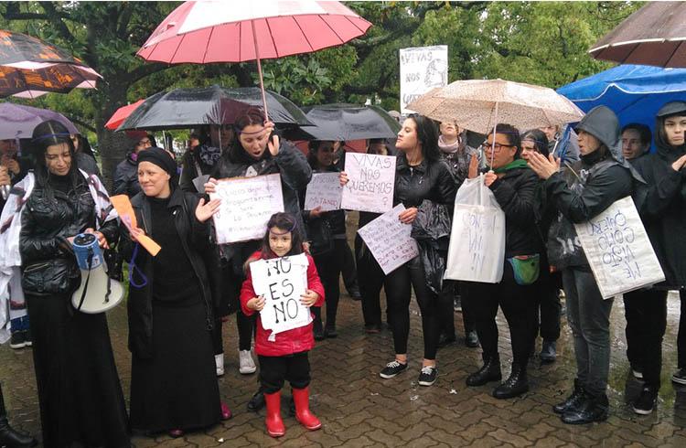 (Imagen de la manifestación realizada contra los femicidios y el patriarcado el pasado 19 de octubre en la plaza central)