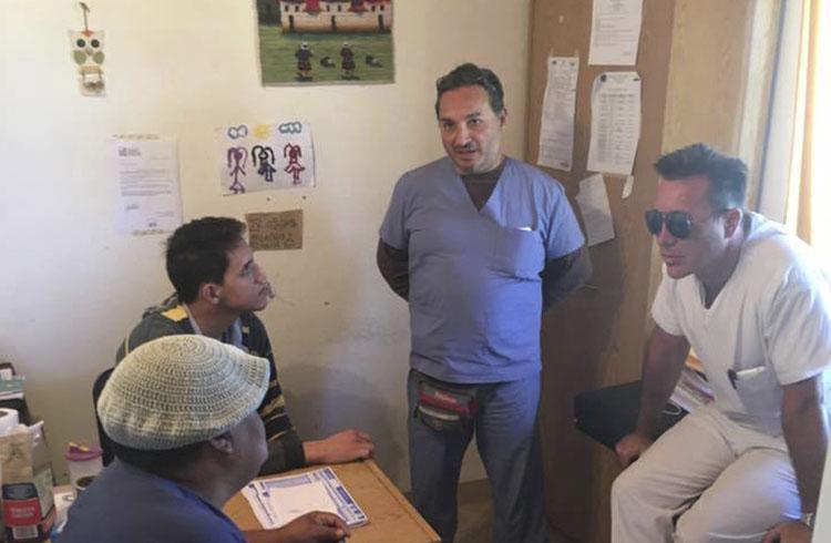 (El Director de Salud, Gustavo Scaba, y el coordinador de Odontología, Ricardo Andribet)