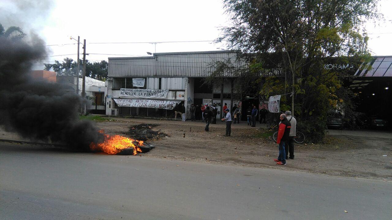 (Corte frente a la Planta sobre la calle Irigoyen-Gral. Rodriguez)