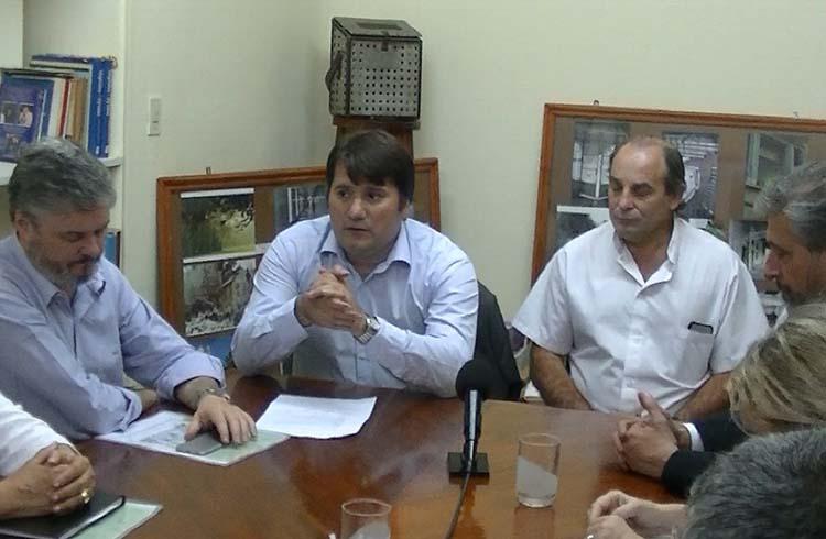(Santiago Nino, Darío Kubar, Marino y las autoridades de la U.B.A. durante la conferencia de prensa)