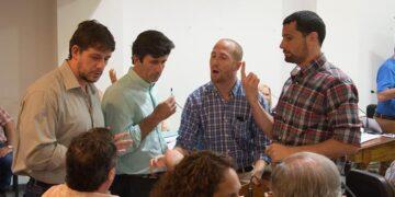 (Discusión en el Concejo Deliberante: Francisco Pin y Fabián Polverini de la Alianza Cambiemos, Mauro García de Somos Rodríguez-Frente Para la Victoria, y Diego Ghirardi del Bloque Peronista)