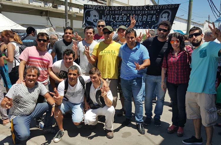 (Heber Ríos junto a delegados de Mastellone Hnos. e integrantes de la Juventud Sindical de la Corriente Federal de Trabajadores)