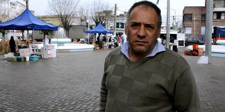 (Omar Poli Caballero, Secretaría de Desarrollo Social de Cambiemos,  en la Feria Franca)