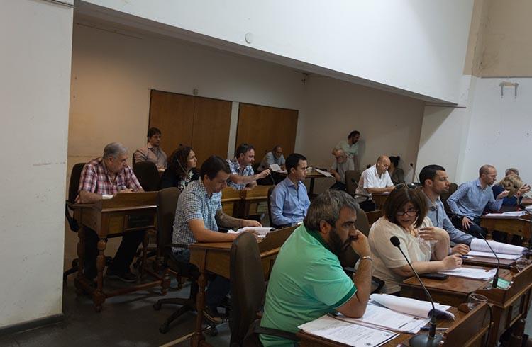 (Bloque de Concejales del Frente Para la Victoria: Reinaldo Torres, Gastón Domínguez, Mauro García, Claudia Guerra y Carlos Paz)