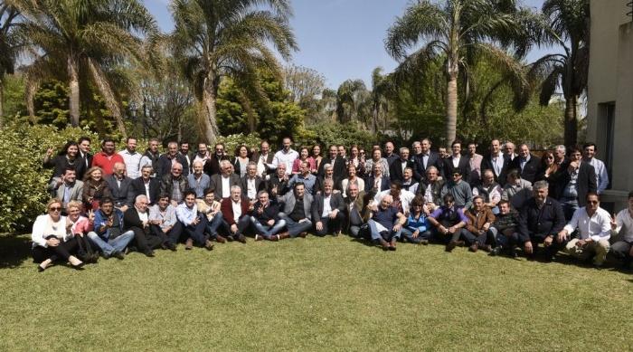 (Integrantes de El Establo, durante su lanzamiento en Cañuelas, el pasado octubre)