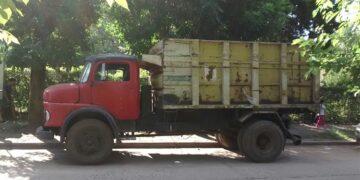 (El camión con el que los hombres habrían huido con los objetos robados)