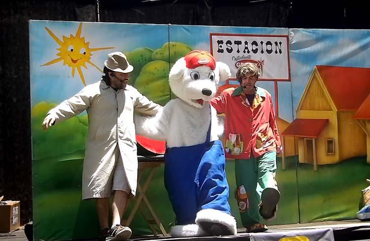 "(Actores del grupo teatral ""El tren de la amistad"")"