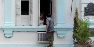 (García, durante su irrupción en el municipio en diciembre, discutiendo con Natalia Ruiz)