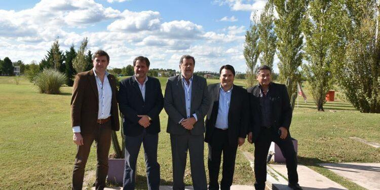 ( Durante la realización del Congreso, todavía podía verse a Armando Borches junto a Darío Kubar, a su derecha )