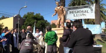(Inauguración de la estatua conmemorativa del primero de Mayo)