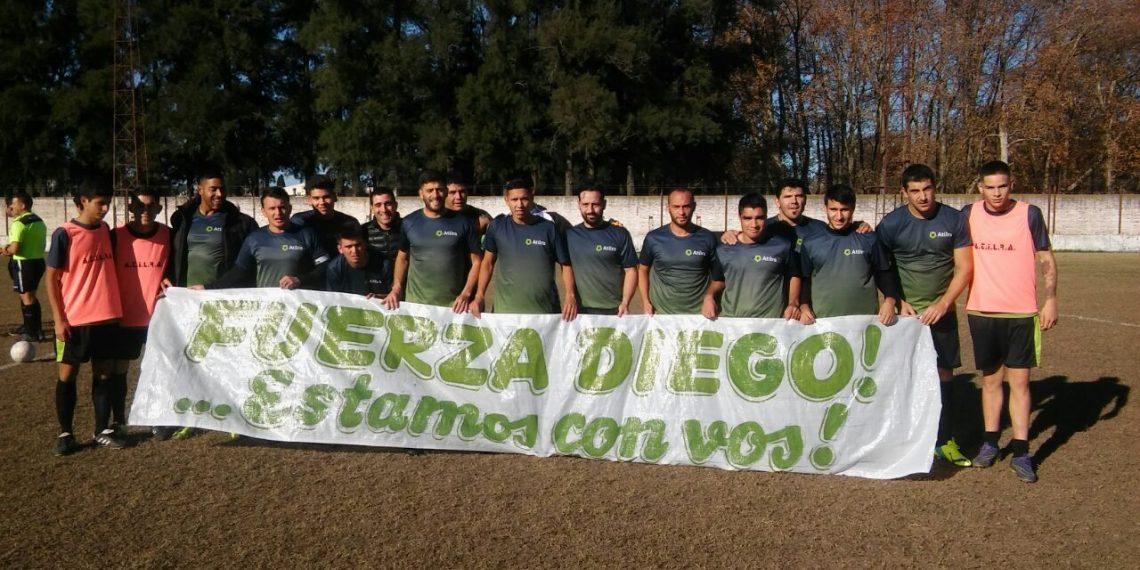 Los jugadores en apoyo a Diego Capurro, luego de la perdida de sus padres. ¡Fuerza Diego!