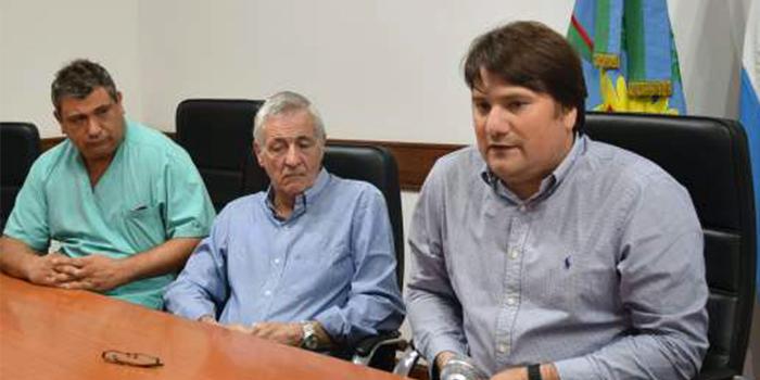 Conferencia de prensa en la que el Intendente Kubar y el Secretario de Salud Mateu anuncian con bombos y platillos el arribo del SAME a Gral. Rodríguez.