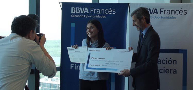 (Selene Saravia y Martín Zarich, presidente Ejecutivo del Banco)