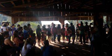 (En la aldea Chafariz la comunidad agasaja a los visitantes)