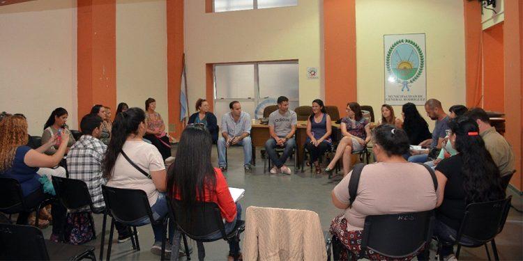 Reunión del Intendente Mauro García con promotores territoriales y el equipo de la Secretaría de Salud Pública y Desarrollo Social